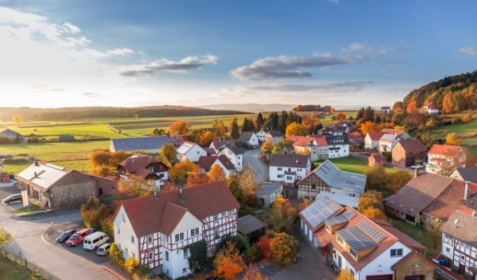 picture of birdseye view list of 11 tips when making an offer on a house
